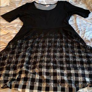 LuLaRoe Dresses - LulaRoe Nicole Dress with Pockets!